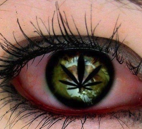 Dlaczego palenie trawki powoduje efekt czerwonego oka.