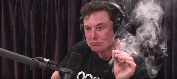 Elon Musk pali marihuanę